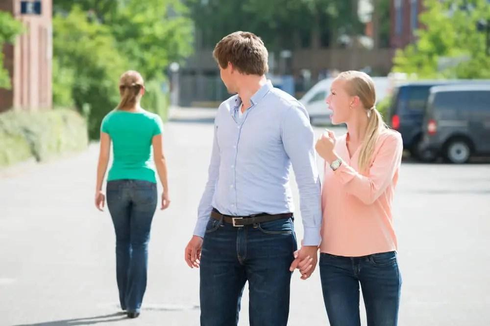 Seu Marido Olha Para Outras Mulheres Saiba O Motivo E O Que Voce