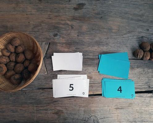 1x1 lernen_mit Kartenspiel Black Jack_Walnüsse als Belohnung