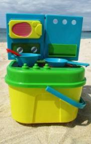 Strandherd. Wichtiges Utensil zum Backen von Sandkuchen.