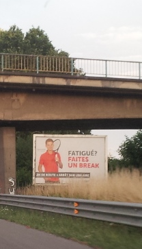 Belgische Verkehrssicherheits-Kampagne. Andere Länder, andere Sitten.