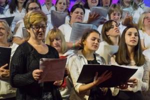 Die neue Chorleiterin Christine Danner beim Weihnachtskonzert des (noch) Jugendchores im Dezember 2015.