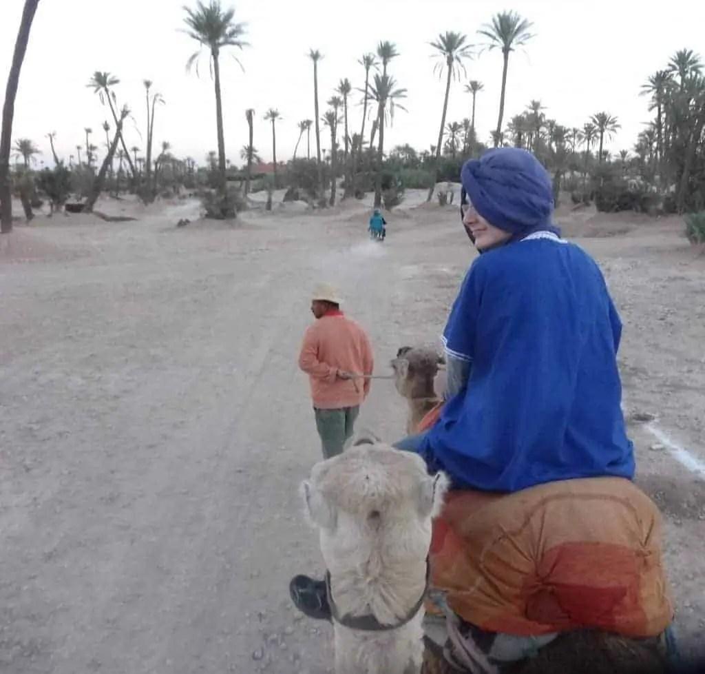 Famille Nomade en balade dans la palmeraie