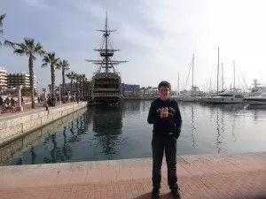 Logan sur le port d'Alicante