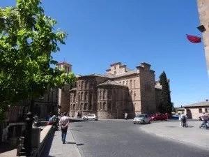 Tolède, une ville fortifiée d'Espagne vue par la famille nomade digitale