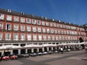 Madrid-Plaza Mayor et ses restaurants-famille nomade digitale