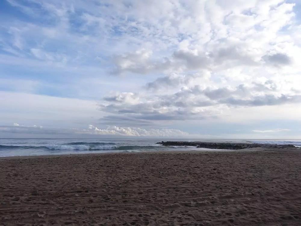 Notre vie nomade en Espagne-La plage de Cubelles en janvier _famille nomade digitale
