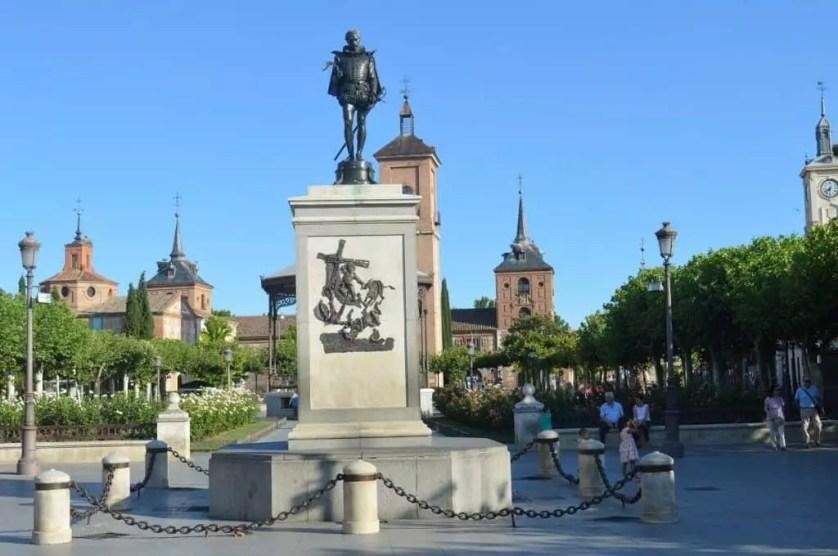 Statue de Cervantes sur la place du même nom