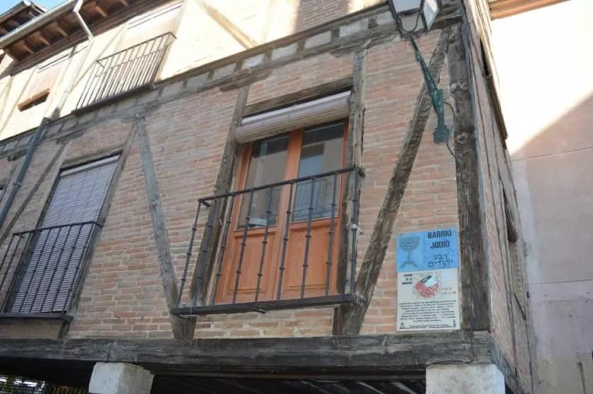 facades des immeubles dans l ancien quartier juif d'Alcala de henares