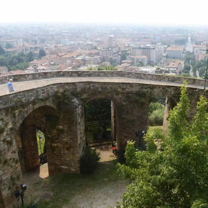 les remparts de la ville haute de bergame en Italie-Famille nomade digitale
