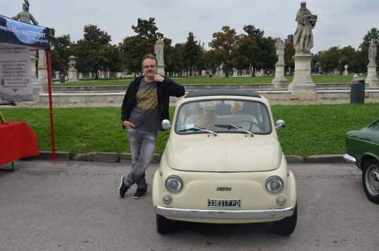 La-celebre-petite-Fiat-exposee-a-Padova-famille-nomade-digitale