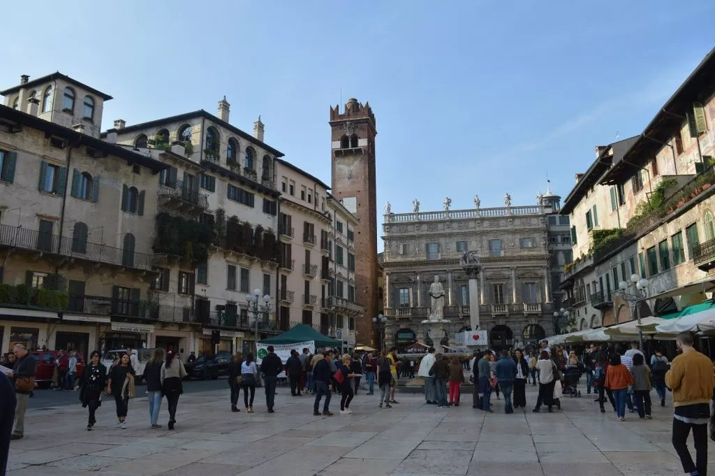 Piazza Del Erbe-Vérone en octobre avec la famille nomade digitale