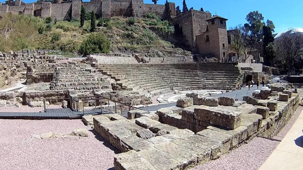 lieux incontournables à Malaga -theatre romain-famille nomade digitale