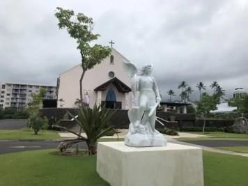 La statue de l'archange.