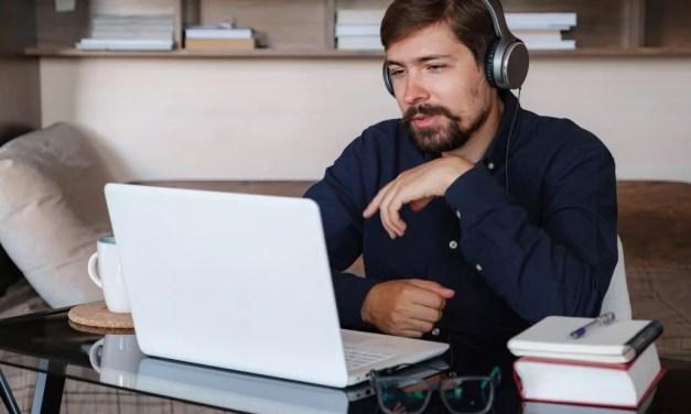 Travailler à la maison : Enseigner une langue en ligne
