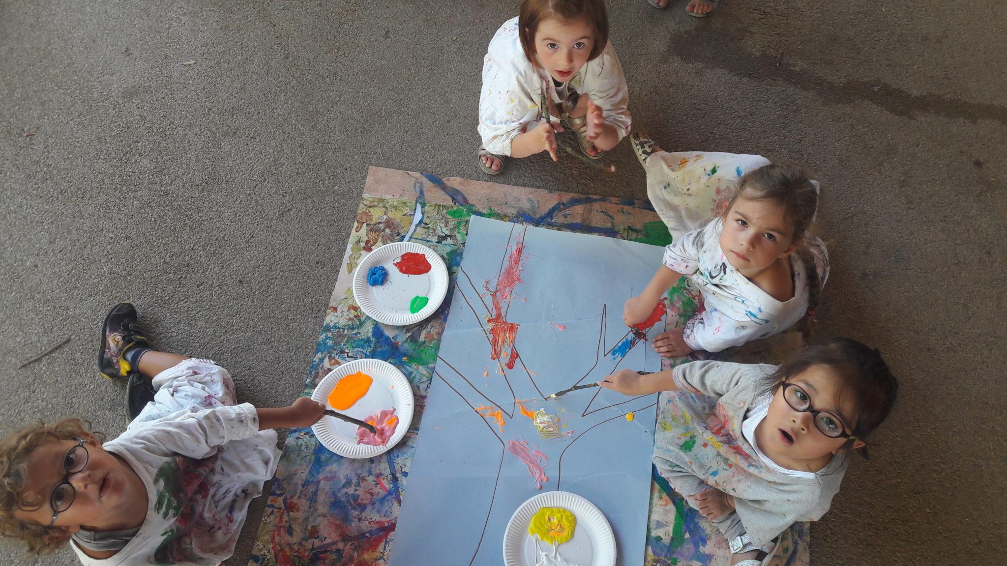 activité peinture chez les 4-5 ANS ALSH Artannes juillet 2017