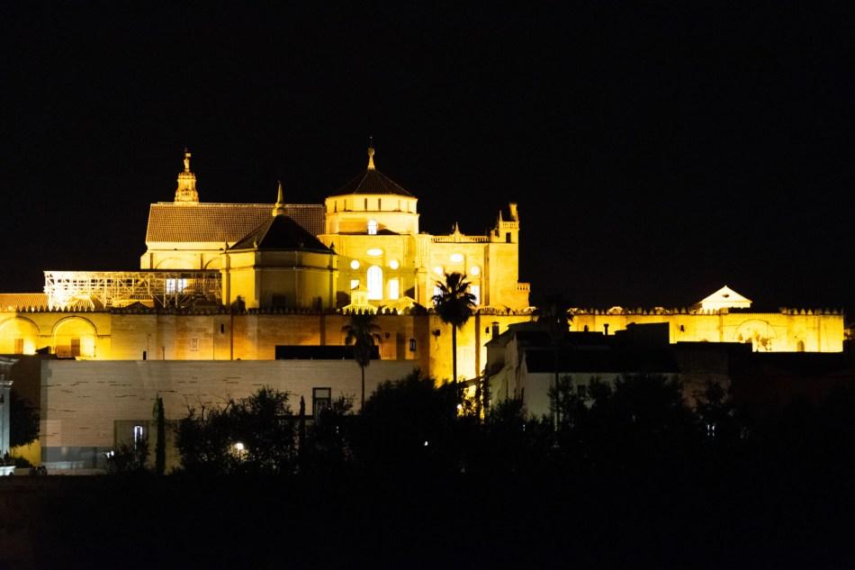 La Mezquita de Cordoue de nuit