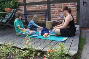 Almost as nice as on the beach: after some tiredness-related troubles we decided to have our picknick just on the patio.