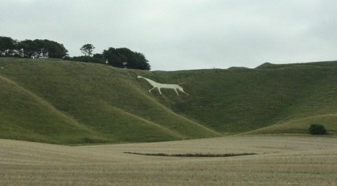 Weiße Pferde groß in Mode (in Wiltshire und ganz Südengland)