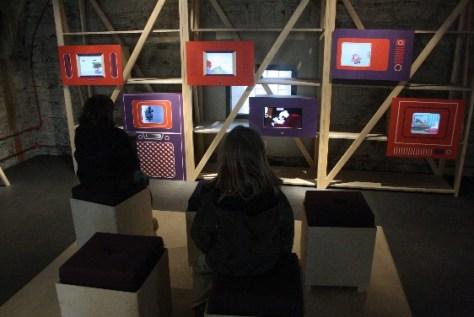 Keine Berührungsängste mit Bildschirm-Medien - aber das richtige Maß finden, ist nicht so einfach. (Bild aus dem Landesmuseum in Koblenz vom Bericht über die Festung Ehrenbreitstein).