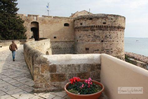 Die Festung bestimmt das Stadtbild von Taranto.