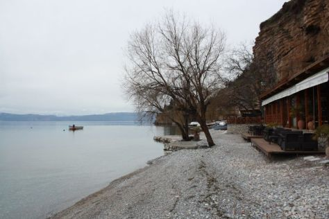 Cafés am Ufer des Ohridsee.