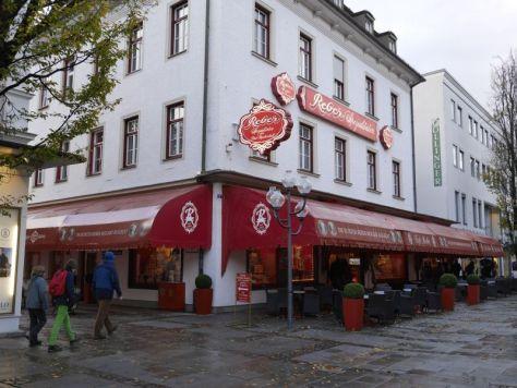 Café Reber mit Mozartkugelverkauf, Familienurlaub in Bad Reichenhall mit Kindern