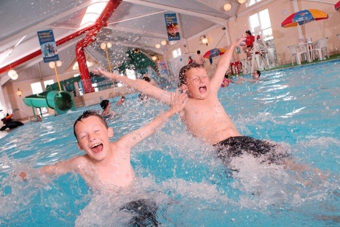 swimming-pool-break-family