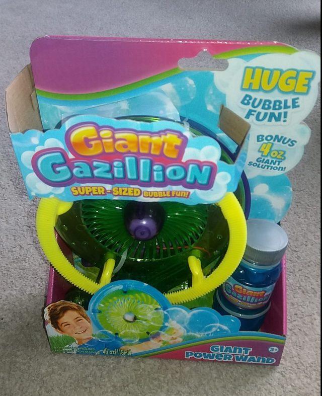 Giant Gazillion Super Sized Bubbles Family Clan