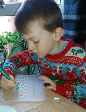 gel-a-peel 2-tone Christmas kit review by Family Clan