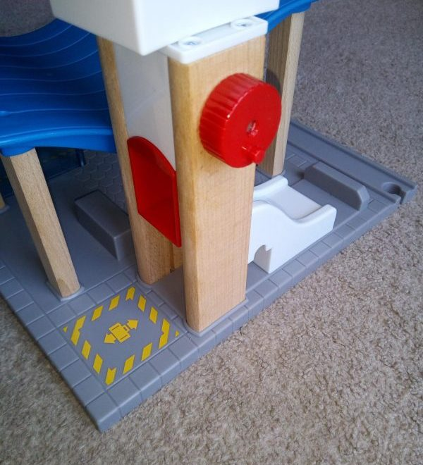 BRIO World - Airport with Control Tower review by Family Clan