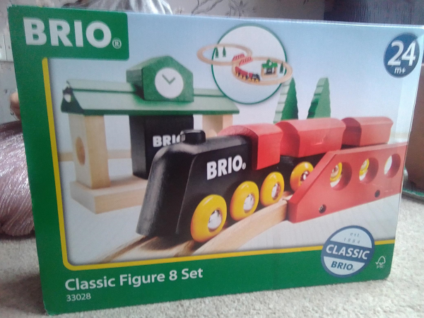 Brio Figure of 8 track set review by Family Clan