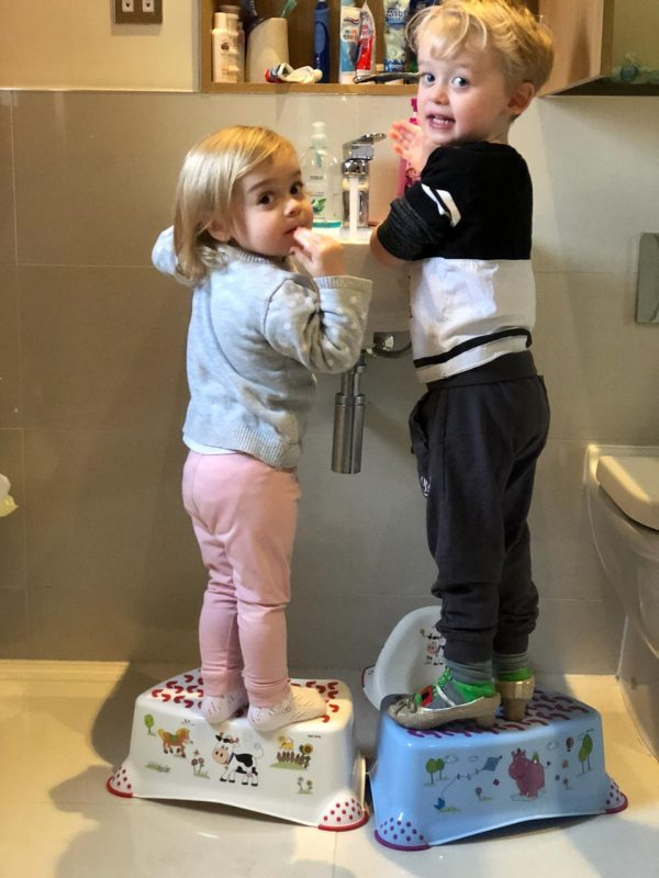 Lilley Belle & Arron cleaning hands & face time Family Clan