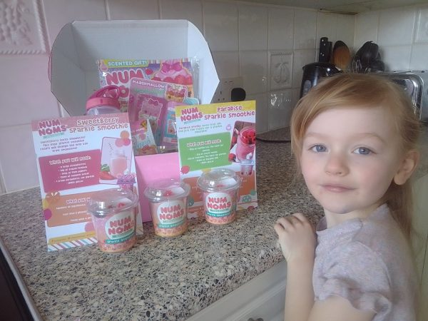 Num Noms Sparkle Smoothies review by Family Clan