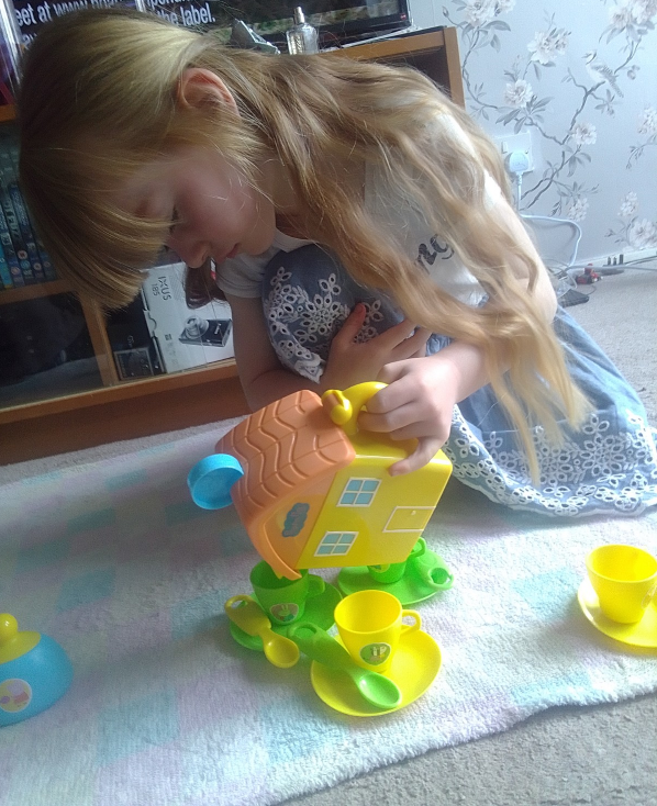 Peppa Pig - Peppa House Tea Set review by Family Clan