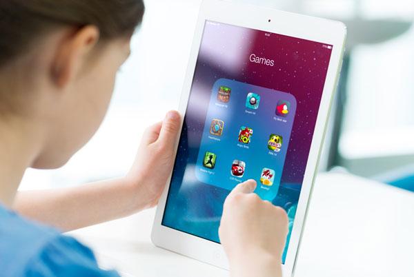 kid using ipad apps