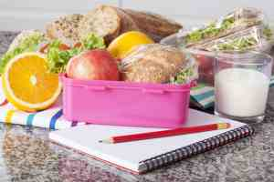 You're going to love these school lunch hacks to help you get your mornings back and easily pack a healthy school lunch! #school #momhacks #lunch #healthy #school2018
