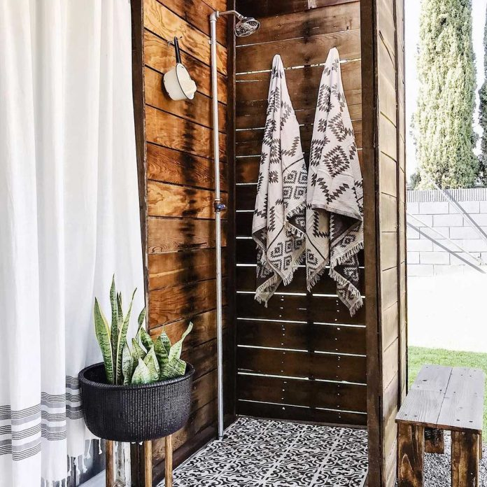 10 outdoor shower ideas and designs