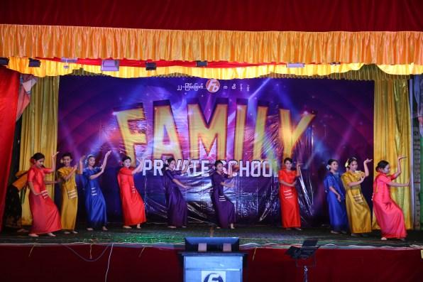 မိသားစု ကထိန္ကပြဲ (2015) (2)