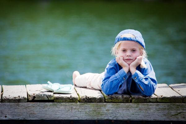 sad-girl-at-camp_c6paev