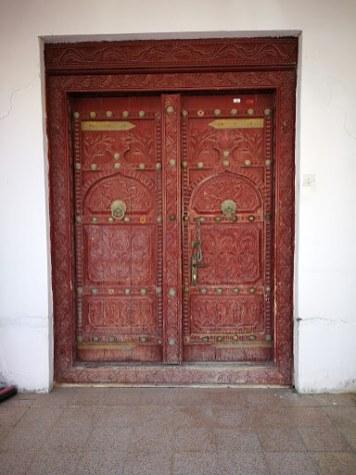 Elaborate doors in Sur