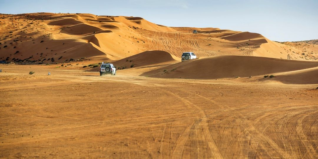 4WD driving in UAE Desert