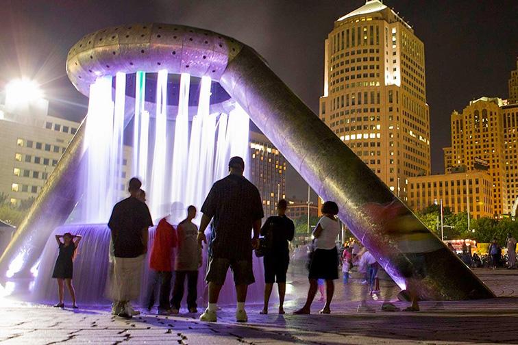 detroit hart plaza; Courtesy of Detroit CVB