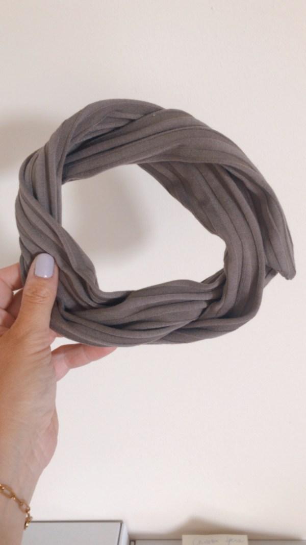Taupe haarband met ijzerdraad erin