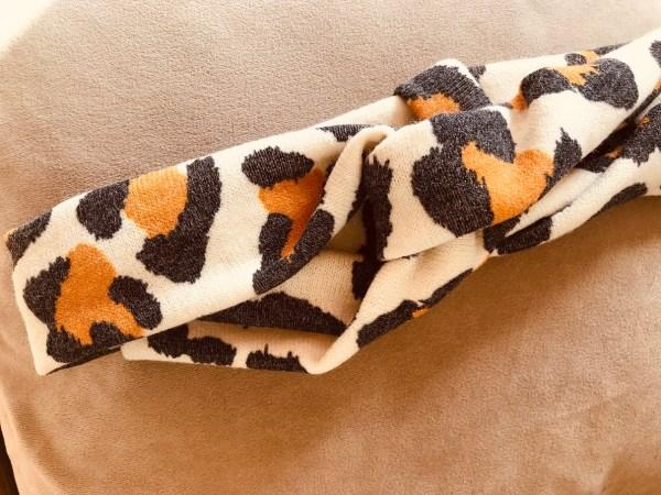 Leopard gebreid in wit