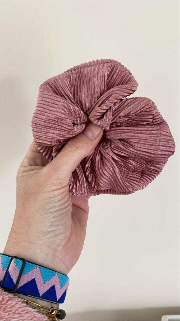 Scrunchie oudroze plissé