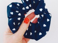 Scrunchie blauw hartjes