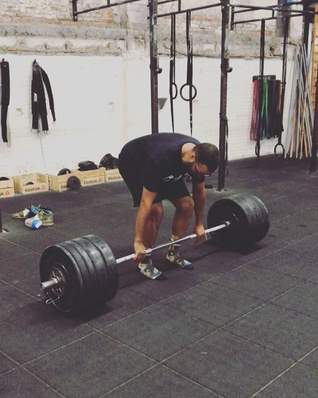 Deadlift thursday. 4 reps @ 155kg. Afterwards 4 sets @ 140kg … that felt brutal. 📹 @krzysiekzamojtuk #623