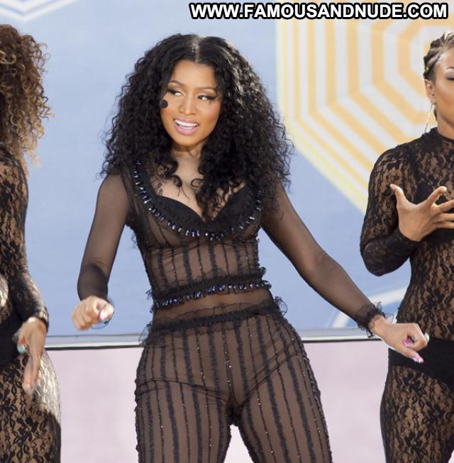 Nicki Minaj Hot Beautiful Babe Singer Posing Hot Celebrity American