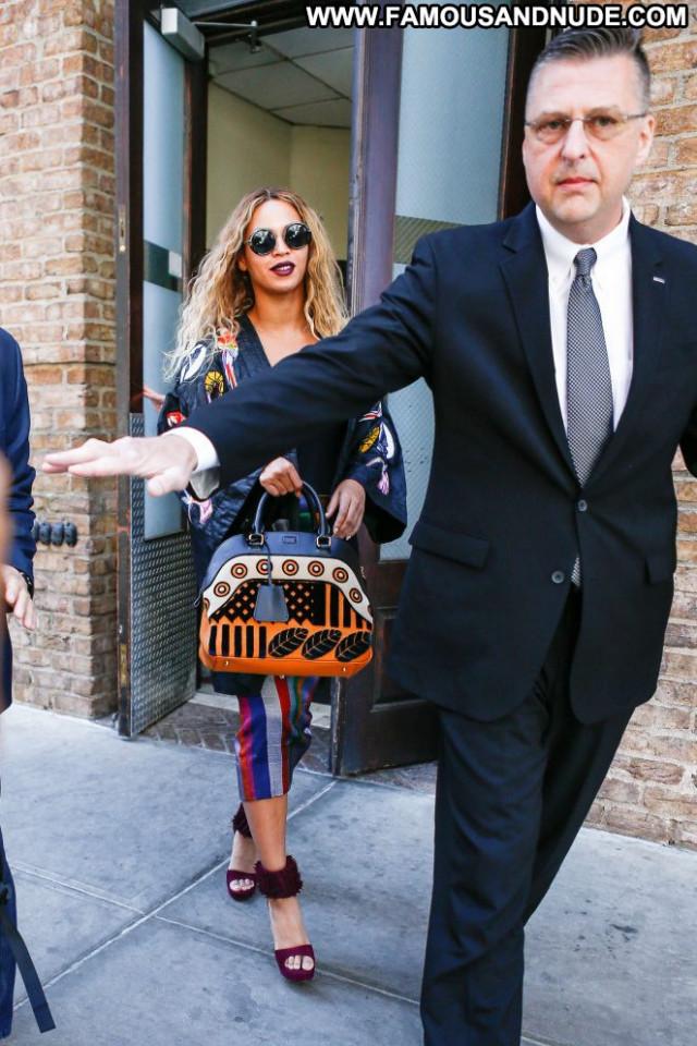 Beyonce New York Beautiful Hot Celebrity Paparazzi Babe Posing Hot