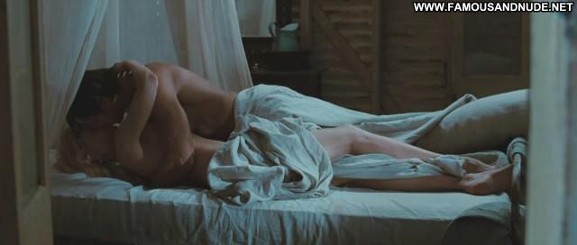 Nicole Kidman Australia Bed Kissing Cute Doll Babe Celebrity Famous